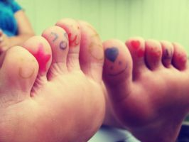 Happy Toes. 4 by Skysofdreams