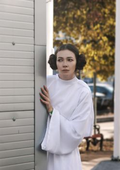 What's going on? - Princess Leia by Holly-Blu
