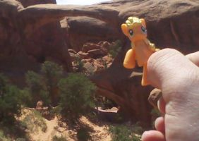Applejack at Double O Arch by gamerfreak007