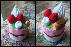 Strawberry Felt Cake by Feyon