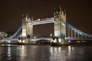 Tower bridge - Light by cyric80