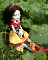 Monster High Custom Snow White OOAK 3 by AdeCiroDesigns