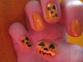 Halloween- Jack-O-Lanturn nailart right by tay-bear