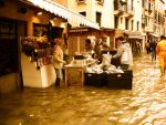 Water, tourists, shopkeepers by Roji-Hachi