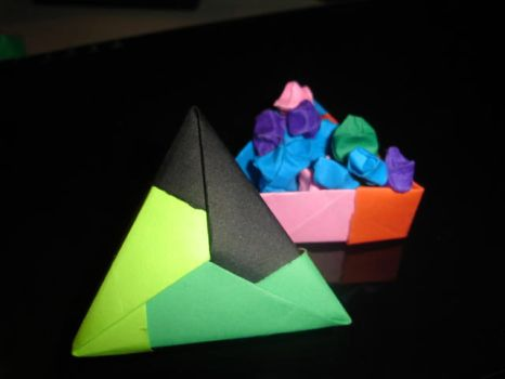 Triangular box with stars by POKEMETROPOLIS