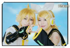 photo of LEN and RIN by ishikomu