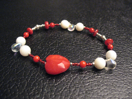 Red Holiday Love Bracelet by sampdesigns