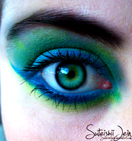 blue and green eye by SuteishiiJein