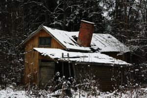 Snowy cottage by xPedrox90