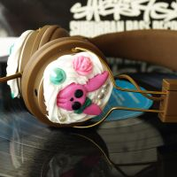 Custom headphones by AndyGlamasaurus