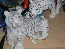 White Tigers... by Leioll