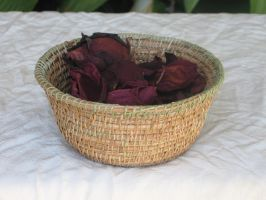 Basket 028, with roses by lyzardcraft