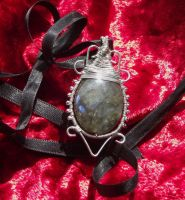 Wire wrapping pendant 12: Labradorite by ShadeJewerly
