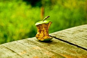 Apple by Mutulix