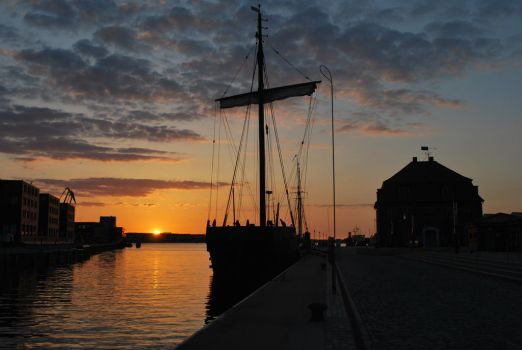 Sunset in the harbour of Wismar by ReneHaan