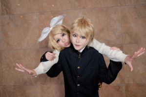 Vocaloid 2 Kagamine Rin and Len by Asuka10