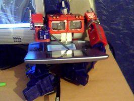 Optimus Prime with my DS by ReinaHW