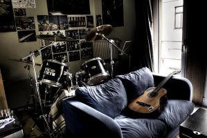 Guitar is waiting. by micfoto