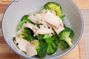 Abalone on broccoli by patchow