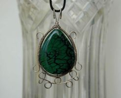 A drop of green - pendant by LeafOfSteel