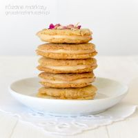 rose cookies with white chocolate and rose filling by Pokakulka