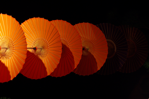 Red Parasols by taeliac