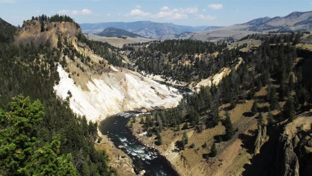 Grand Canyon of Yellowstone National Park by Seriridescence