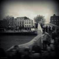 Ha'Penny Bridge by lostknightkg