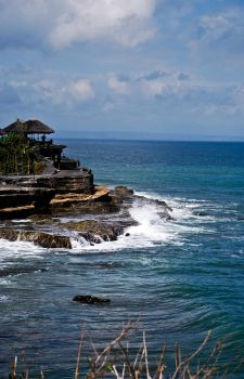 Tanah Lot by outsideTHEscream
