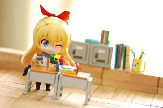 ...stop playing inside class, Chitoge-chan! by vince454