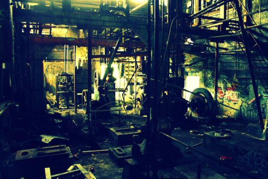 Abandoned Factory in Green by greensh