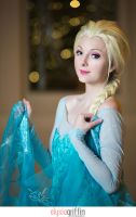 Katsucon 2014 - Frozen | Elsa by elysiagriffin