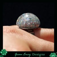 Hollows: Holographic Gitter by green-envy-designs