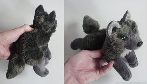 FOR SALE: Antracite wolf - small floppy by goiku