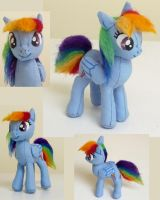 Small Rainbow Dash by Wingedworchael