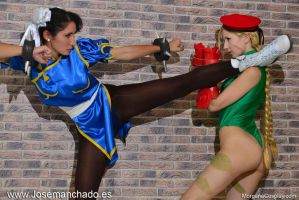 Chun Li Vs Cammy Cosplay. Street Fighter. by Morganita86