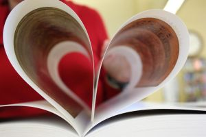 I Heart Books by Elswyth-the-Dryad
