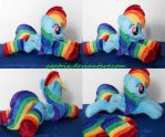 laying Rainbow Dash by agatrix