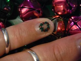 Christmas wreath nail art by Amazinadrielle