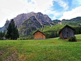 Two cabins by Sergiba