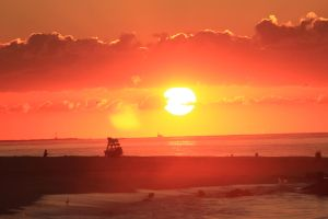 I followed the sun by Laur720