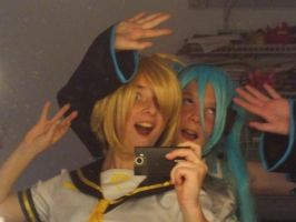 Partah time with Miku and Len! by HatsuneMiku012