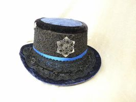 Dragonfly black-blue Victorian Top Hat by Serata