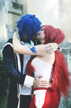 Gerard and Erza Scarlet Kiss Fairy Tail by iHyTeZ