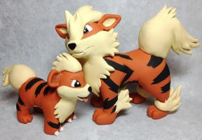 Growlithe and Arcanine Sculptures by LeiliaK