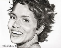 Si jolie, Halle Berry by BetweenAsleepAndWake