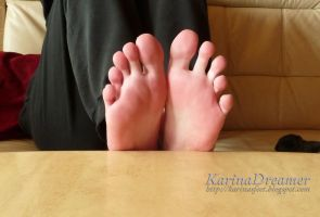 Hello Toes! by KarinaDreamer