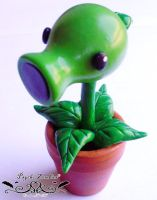 Peashoter figure from Plants vs zombies by Initta