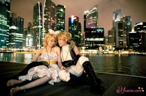 Len and Rin : Synchronicity by yuanie