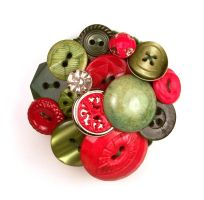 Christmas Vintage Button Brooch by annjepsen